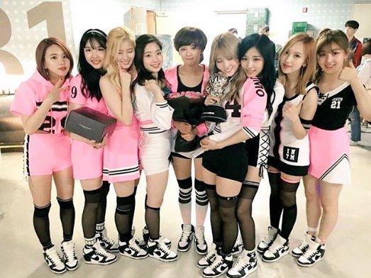 TWICE(トゥワイス) が大人気!韓国日本のメンバープロフィール紹介!