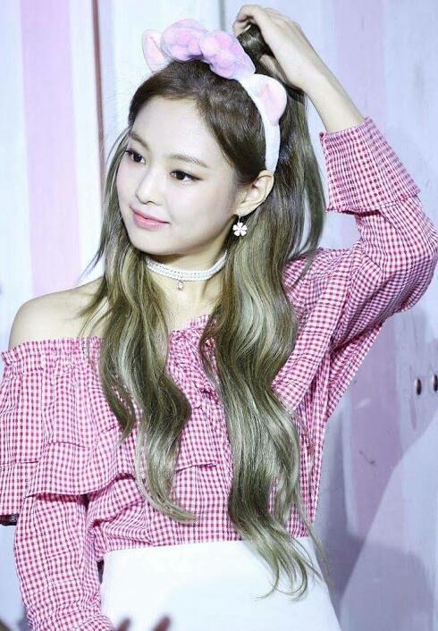Jennie_Kim_at_the_Ice_Cream_Event_on_July_1,_2017_(2)